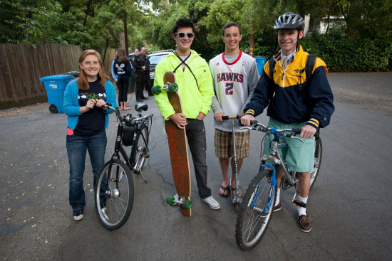 Menlo School students gather to bike to school during Green Week. Photo by Pete Zivkov.