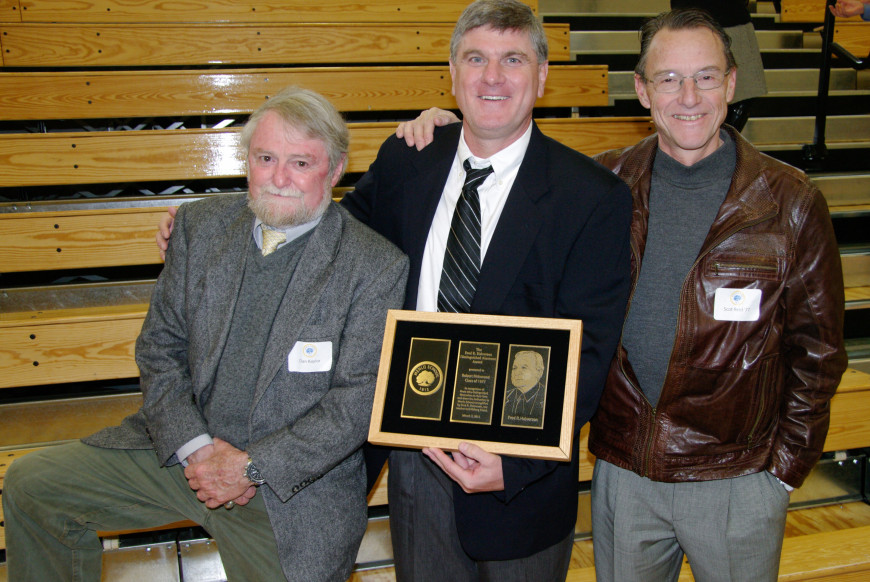 Menlo School alum Robert Richmond '77 receives the Fred R. Halverson award